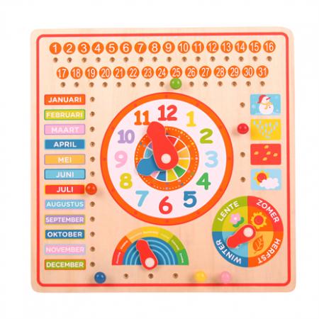 Big jigs, houten kalender en klok.