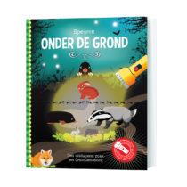 Zaklamp-boek onder de grond